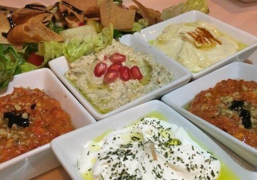 Restaurante Libanés Fairuz con Hummus & Falafel de calidad. Cocina Libanesa Casera en el Norte de Madrid. Carnes a la brasa. Baklava dulce y delicado.