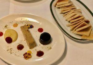 Casa Tere, restaurante de cocina tradicional española. Salones cómodos, terraza de verano. Producto de primera: Croquetas, Merluza y Steak Tartare.