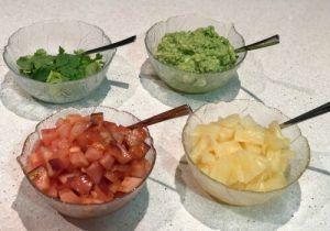 La Cochinita Pibil es una receta sencilla, típica de la cocina mexicana. Se prepara con tacos de maíz, cebolla morada, chile habanero, naranja agria y lima.
