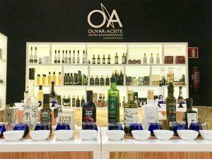 Varios AOVES en el tour del Aceite de Oliva Virgen Extra Picual