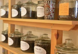 El Té Matcha, variedad de té considerada un superalimento, con propiedades increíbles para la salud. Cata de variedades del Té oolong, té pu-erh, té negro, té blanco y té verde. Ceremonia japonesa del té. Pérdida de peso, reduce el colesterol y azúcar en la sangre, mejora estado de ánimo y concentración.