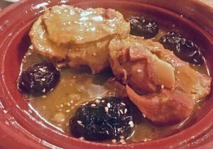 Restaurante-Marroquí-Al-Mounia-Tajín-con-ciruelas