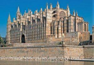 lo-mejor-de-Mallorca-gastronomía-Catedral-Palma