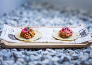 Mejores-Restaurantes-Mexicanos-Madrid-Restaurante-Mawey-Taco-Bar-Taco- de-Cochinita-pibil-con-xnipec