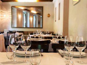 Mejores-Restaurantes-Italianos-Madrid-Mercato-Ballaró-Mesas