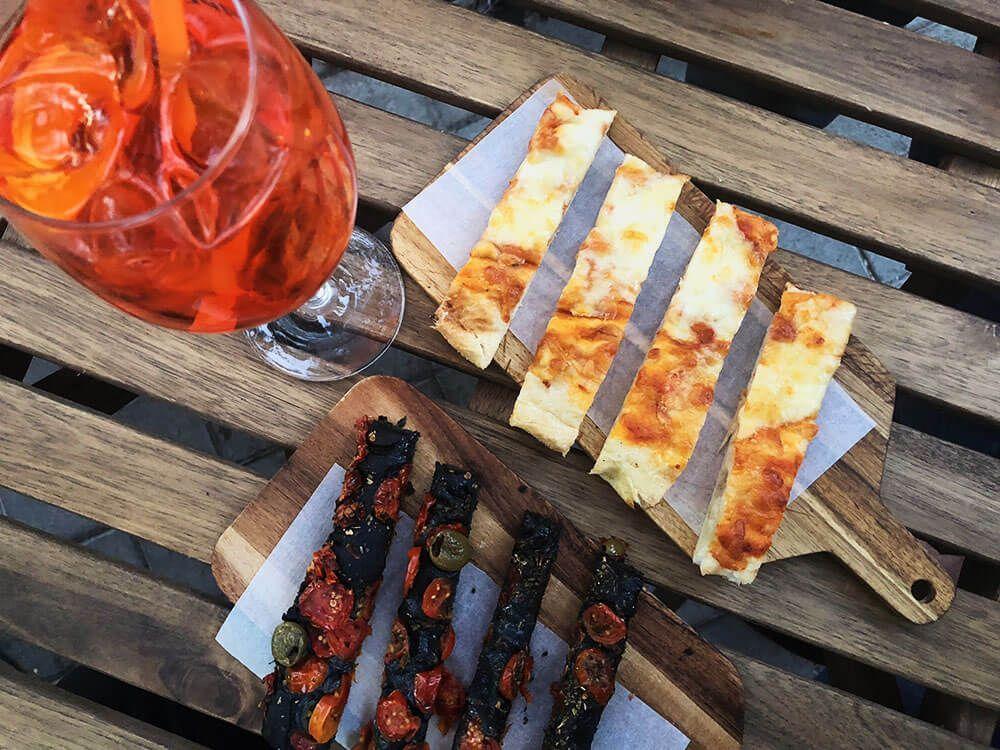 Mejores-Restaurantes-Italianos-Madrid-Mercato-Italiano-Focaccia-Aperol-Spritz