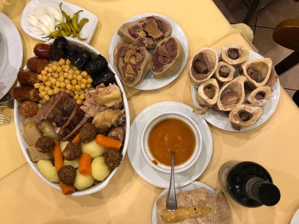 Cocido-Madrileño-Cruz-Blanca-de-Vallecas-Local-Vuelcos