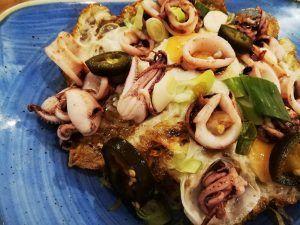 Mejores-Restaurantes-Saludables-Madrid-Bump-Green-Huevos-Rotos-con-Chipirones