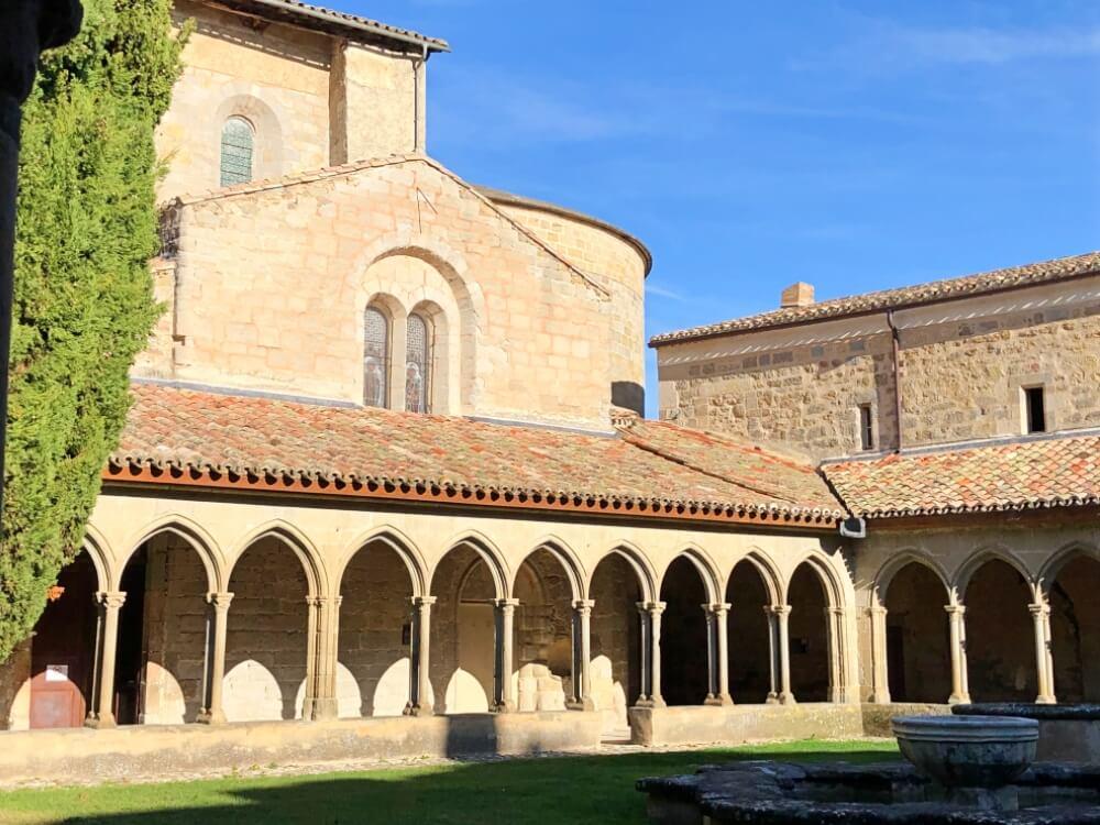 Gastronomía-Perpignan-Narbonne-Carcassonne-Abadía-Saint-Hilaire-Claustro
