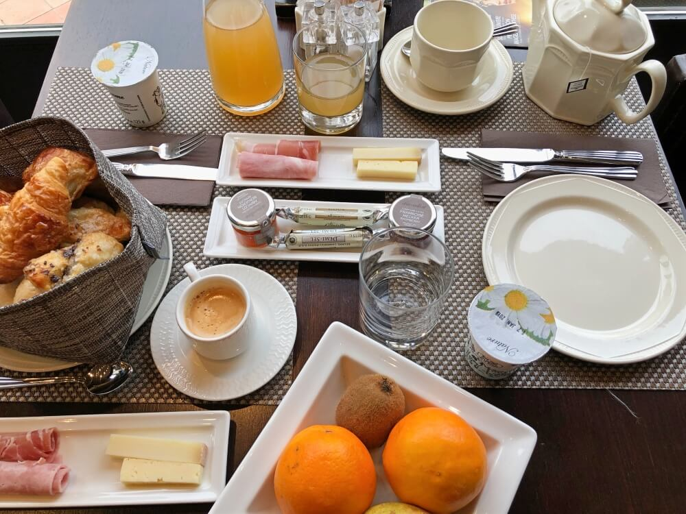 Gastronomía-Perpignan-Narbonne-Carcassonne-Hotel-Du-Chateau-Desayuno