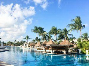 viaja Riviera Maya piscina hotel