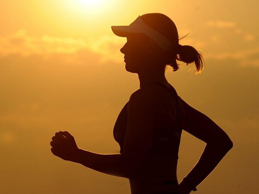 nutrición y deporte corredora
