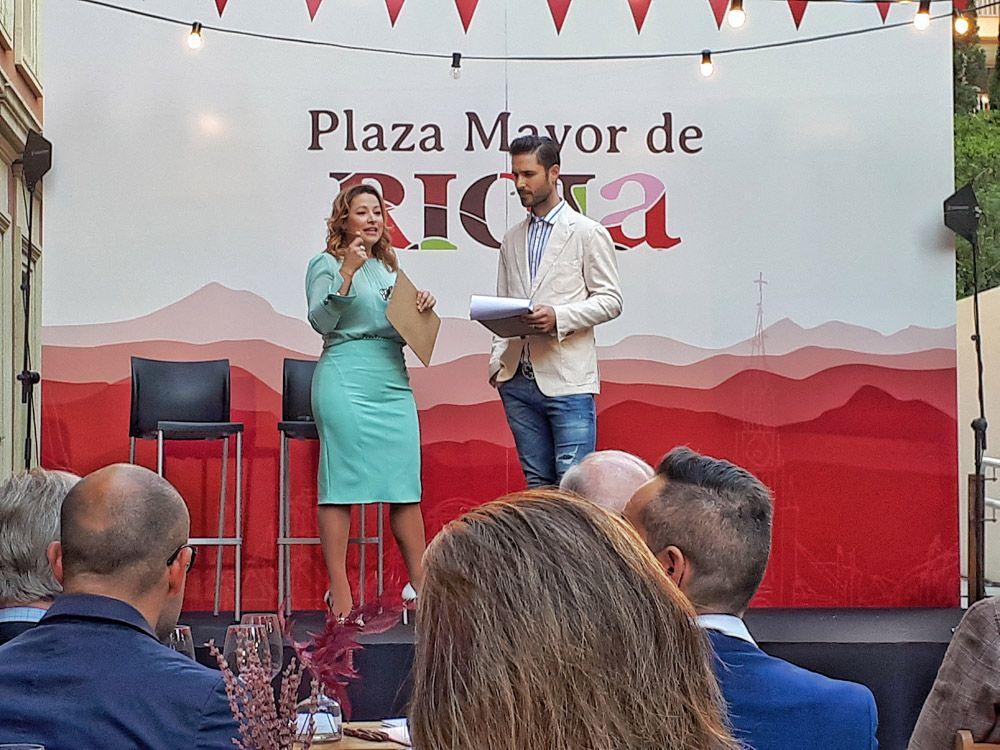 ALMUDENA Y KIKE PLAZA MAYOR DE RIOJA, VIÑEDOS SINGULARES DE LA RIOJA