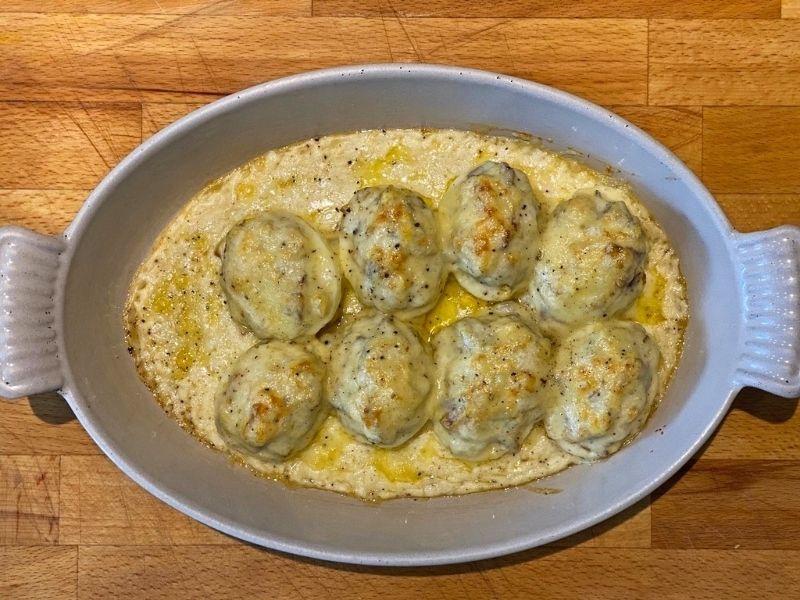 huevos rellenos con bechamel gratinados