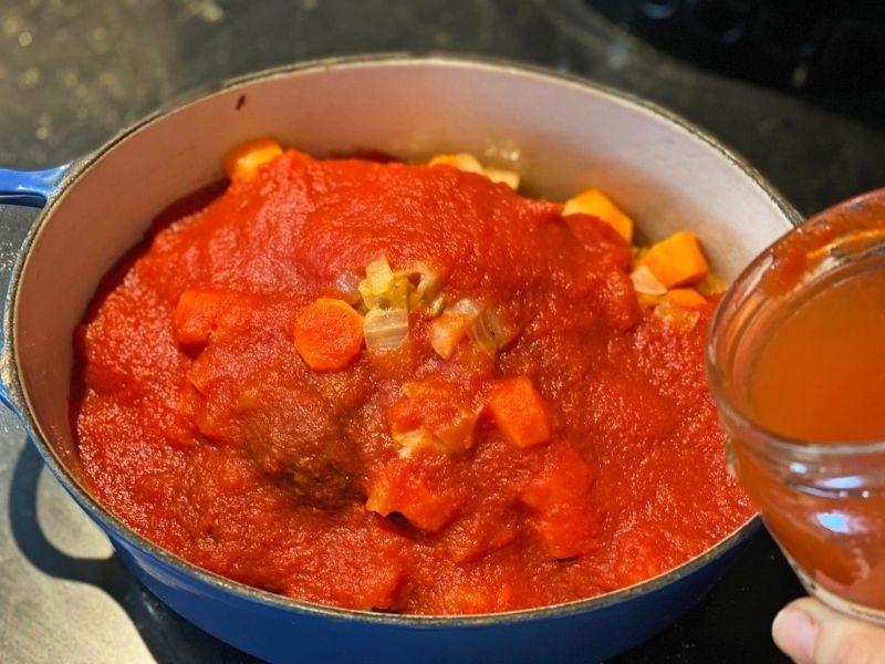 cocinar albóndigas con tomate