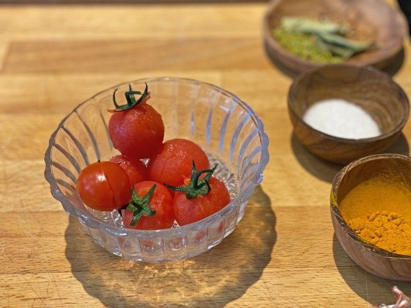 curry verde de lubina escaldar tomates
