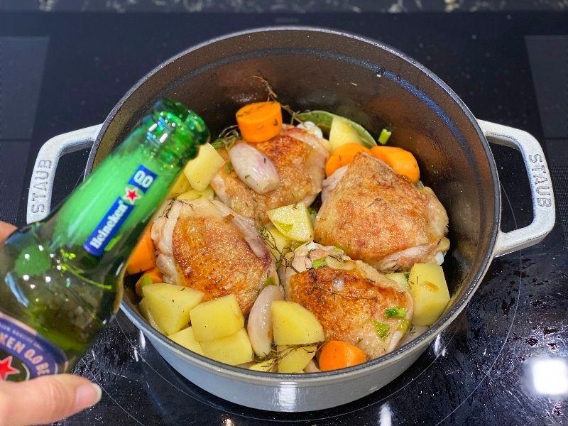 pollo a la cerveza al horno ingredientes en cocotte