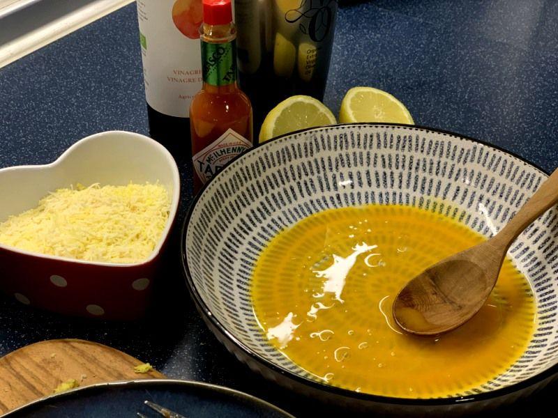 Preparación salsa césar casera