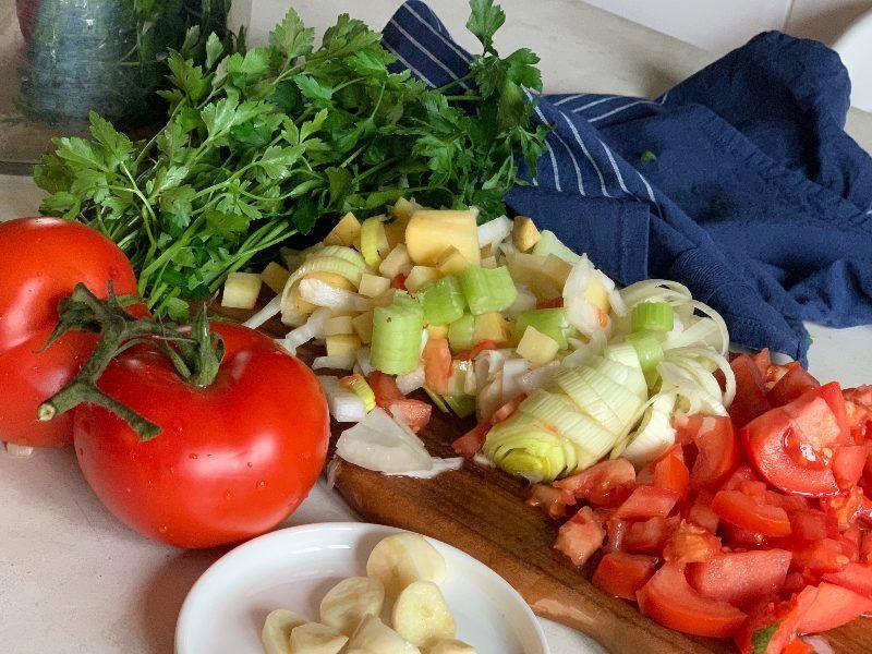 Ingredientes cortados para sopa depurativa