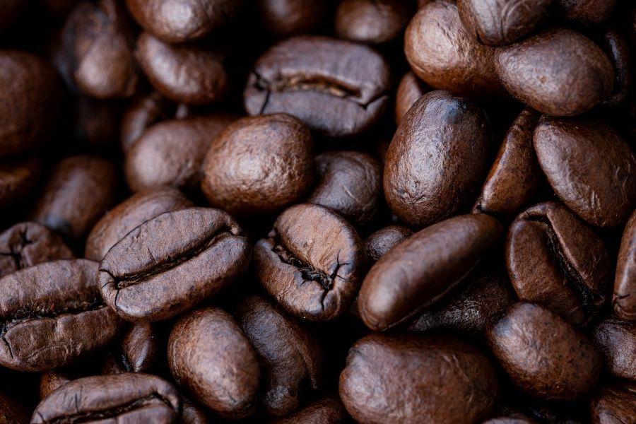 un buen día con granos de café