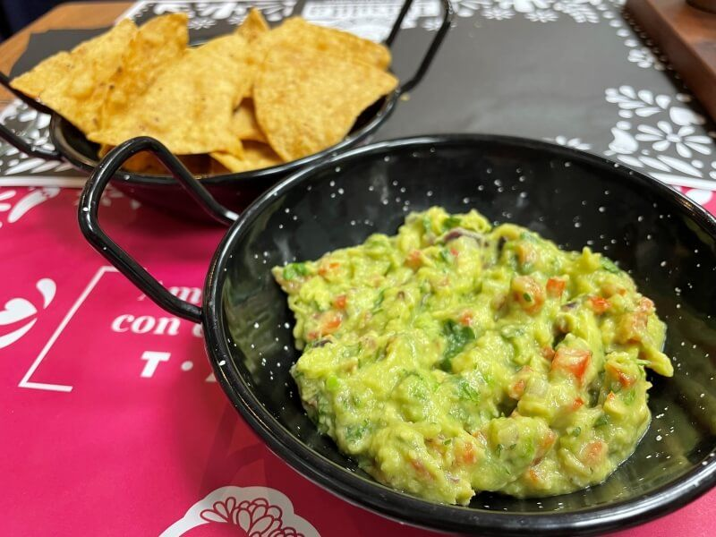 LA TURULITA guacamole totopos - restaurantes mexicanos